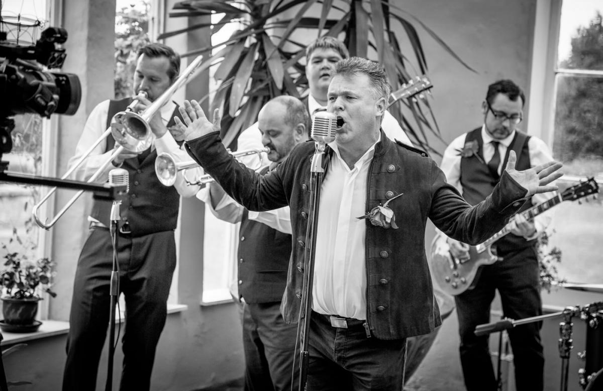 the troubadours a 10 wedding function band for