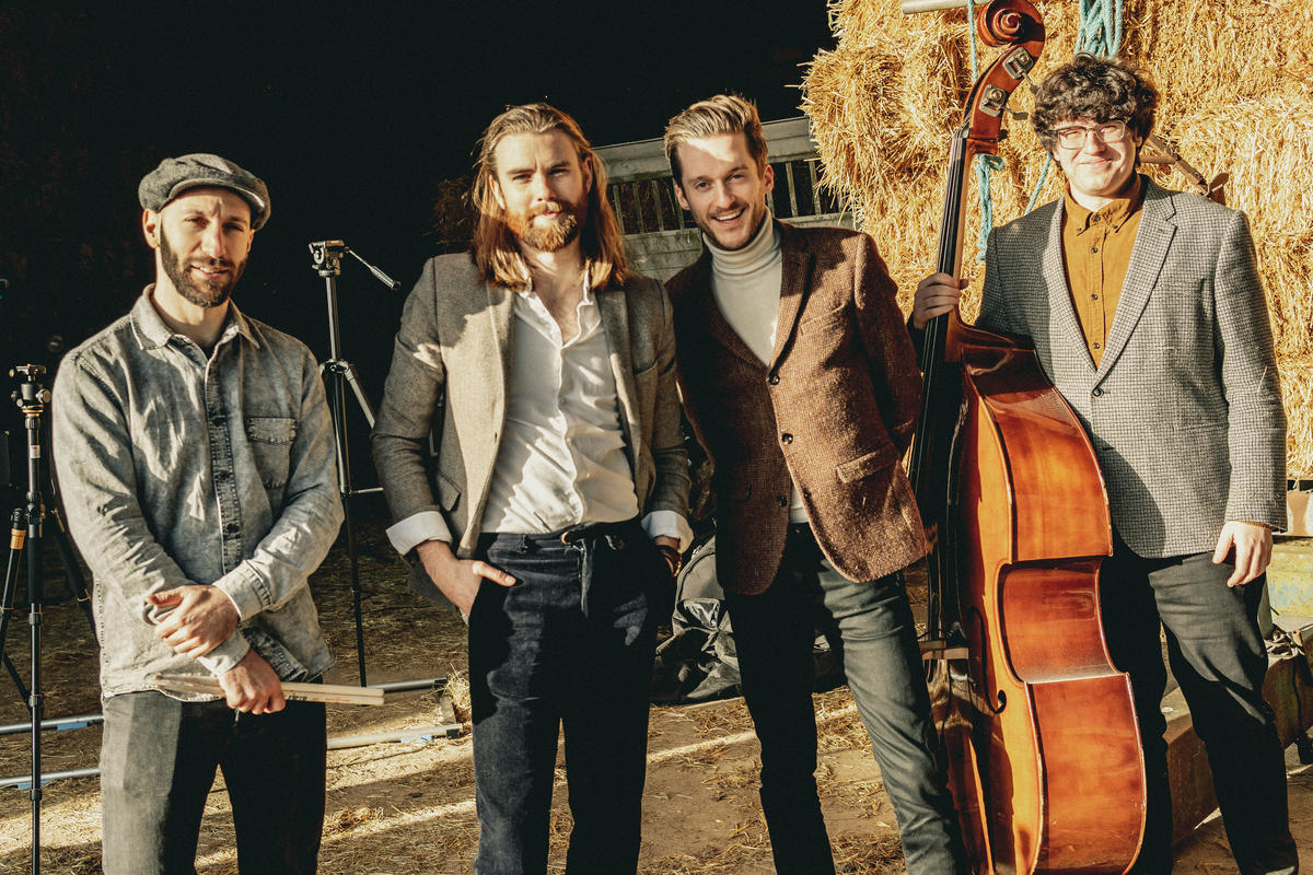 Tommy & Sons | Pop Folk Wedding & Function Band