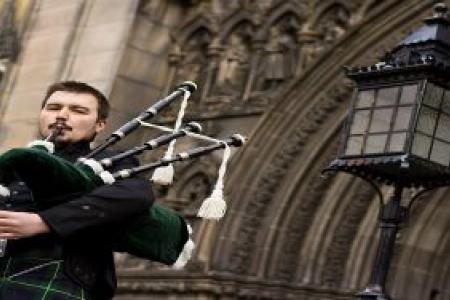The-Essential-Wedding-Piper-Dundee-with-Hireaband.jpg